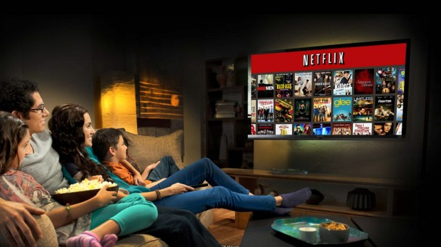 30727_large_family-watching-netflix-640x358
