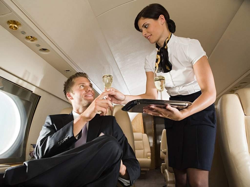 flight-attendant-good-looking-min